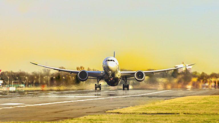 5 Tips Mudah Membeli Tiket Pesawat Murah